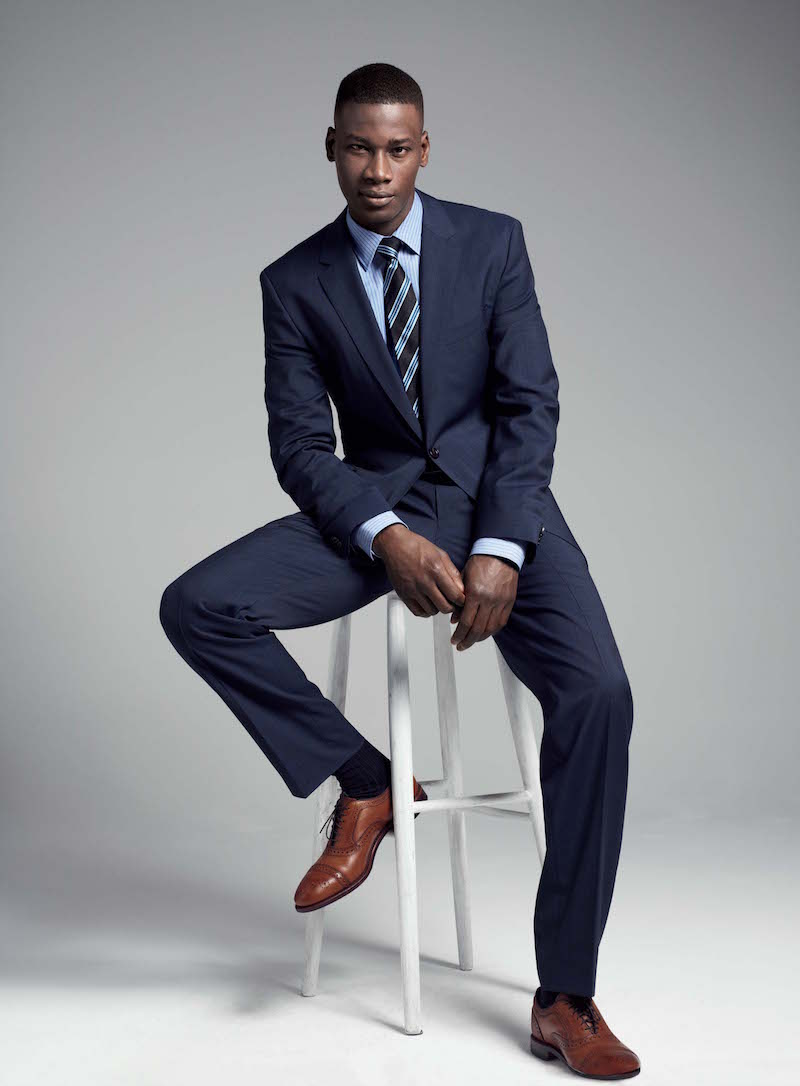 Navy blue suits usually look fantastic next to basic shirts. This combination also gives men the opportunity to take more risks with their choice in tie colors. If you're wearing a basic and understated shirt, you may want to think about wearing a tie in an eye-catching color such as orange, red or green.